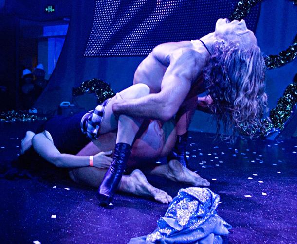 Порно шоу стриптиз с тарзаном